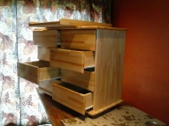 Kumode ar astoņam atvilknēm un zīdaiņa pārtīšanas galdiņu 85X50X105 - 200.euro